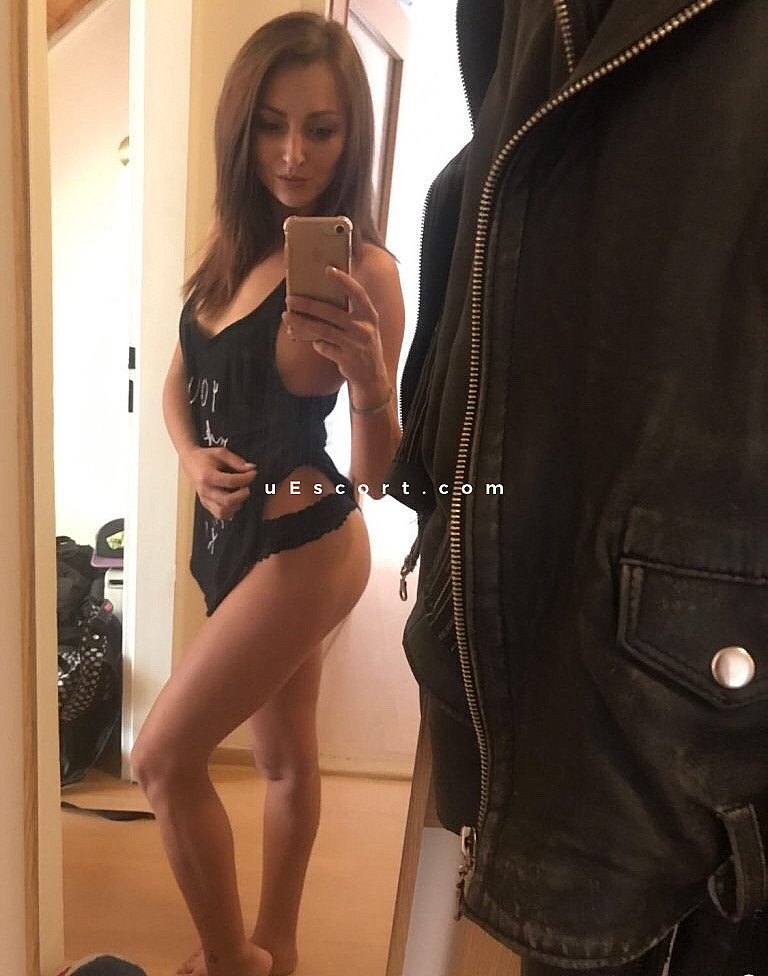 chat se escort greece